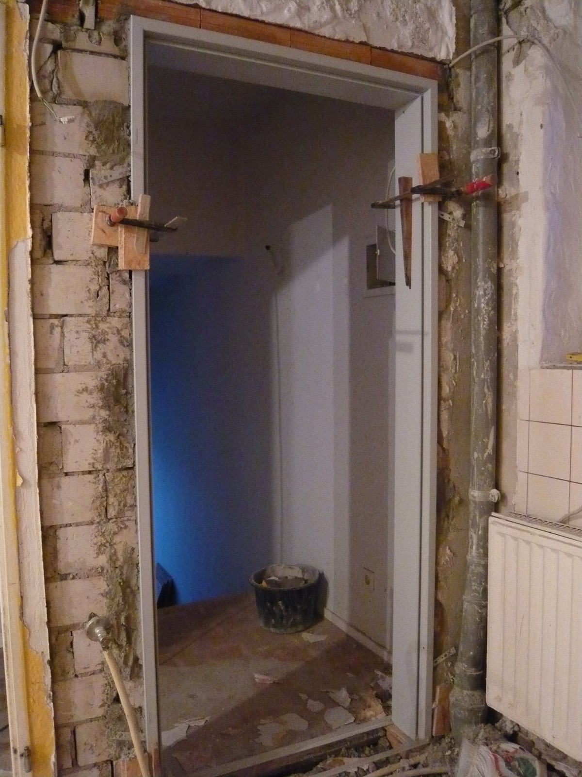 Mopsis Baublog: Die Eingangstür nimmt Form an